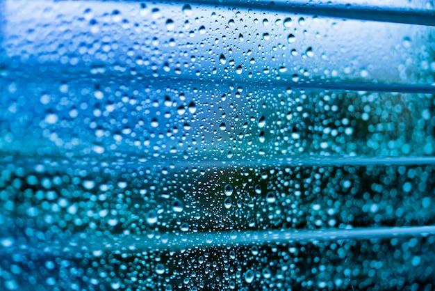 Waterdruppels op een glazen oppervlak