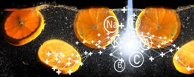 Waterdruppels op rijpe zoete sinaasappel. verse mandarijnachtergrond met exemplaarruimte voor uw tekst. vegetarisch concept.
