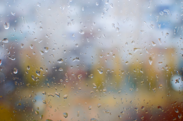 Waterdruppels op vensterglas