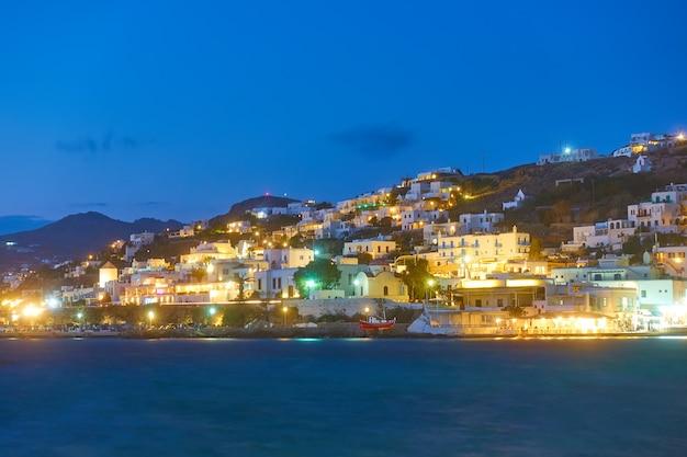 Waterkant op het eiland mykonos 's nachts, griekenland
