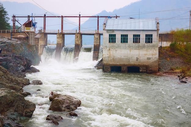 Waterkracht elektriciteitscentrale - krachtcentrale