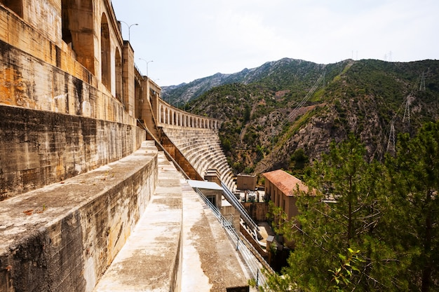 Waterkrachtcentrale op segre