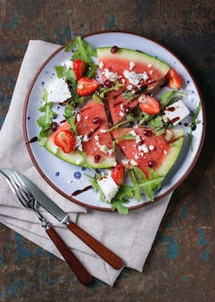 Watermeloen en aardbeisalade
