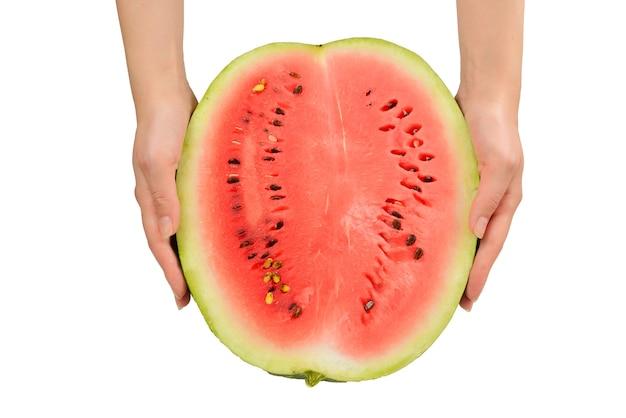 Watermeloen in handen geïsoleerd op wit. bovenaanzicht.