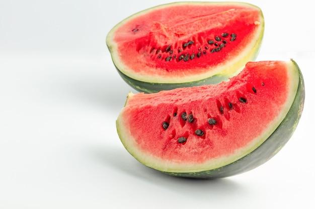 Watermeloen meloen geïsoleerd gezond versheid rood voedsel plak groen sappig zoet wit rijp
