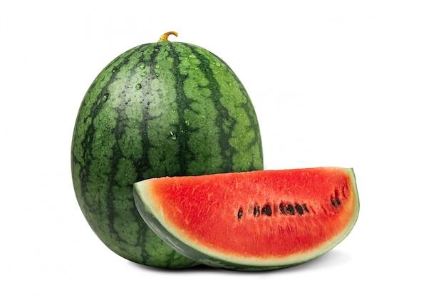 Watermeloen met gesneden van verse watermeloen die op een witte muur wordt geïsoleerd.