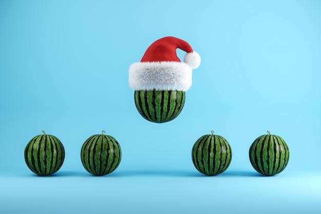 Watermeloen met kerstmuts drijvend op blauw