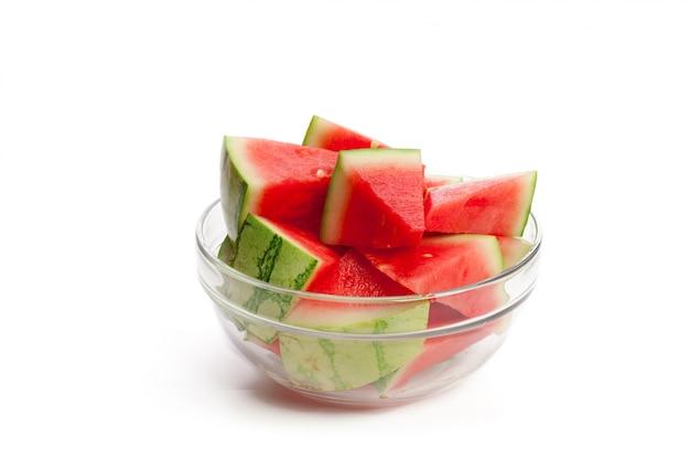 Watermeloen op het wit wordt geïsoleerd dat