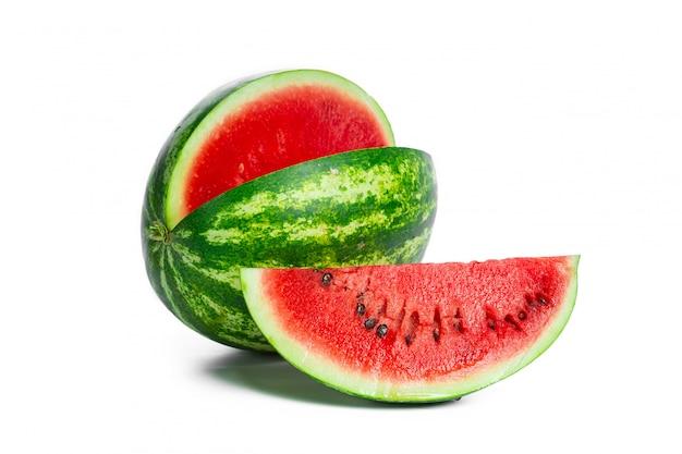 Watermeloen op wit wordt geïsoleerd dat