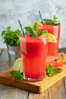 Watermeloen slushie met limoen en munt.