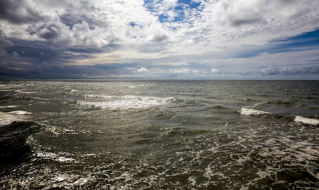 Wateroppervlak op de zee