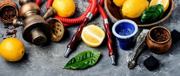 Waterpijp met citroen