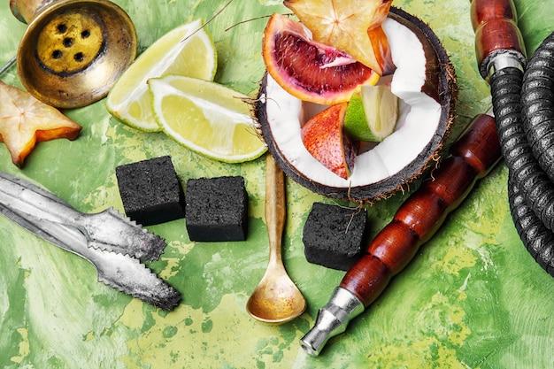 Waterpijp met smaak van tropisch fruit
