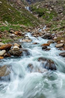 Waterval in de himalaya