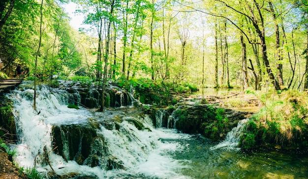 Waterval in het nationaal park plitvice meren kroatië waterfal