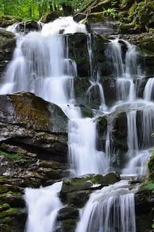 Waterval shipot shipit - een van de mooiste watervallen van transcarpathië
