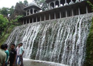 Waterval water gebouw