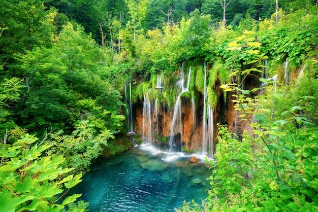 Watervallandschap van plitvice-meren kroatië.