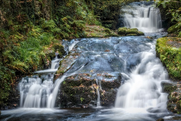 Watervallen bij de east lyn river