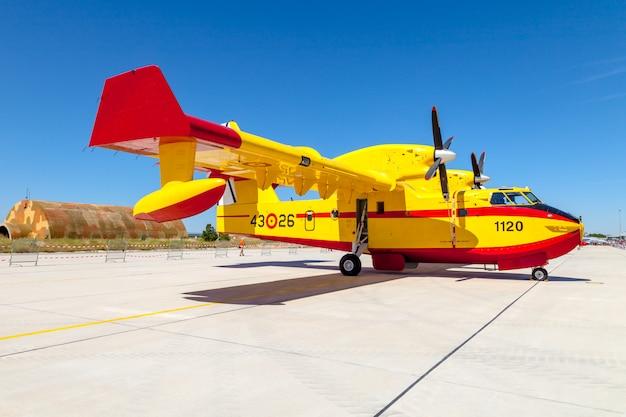 Watervliegtuig canadair cl-215