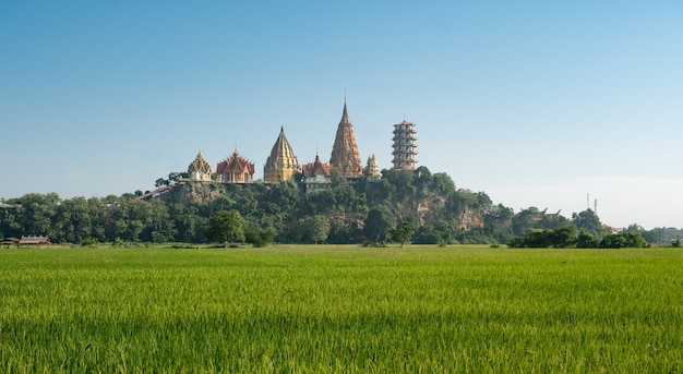 Wathumsua kanchanaburi amphur taamuang in kanchanaburi thailand deze tempel ligt op de berg