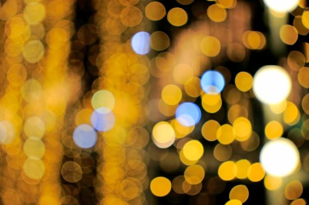 Wazig focus bokeh van decoratieve lichten