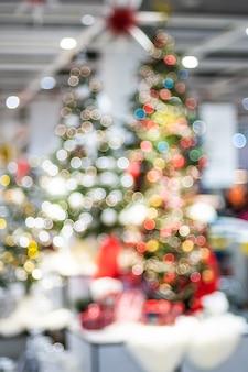 Wazig kerstbomen met bokeh lichten