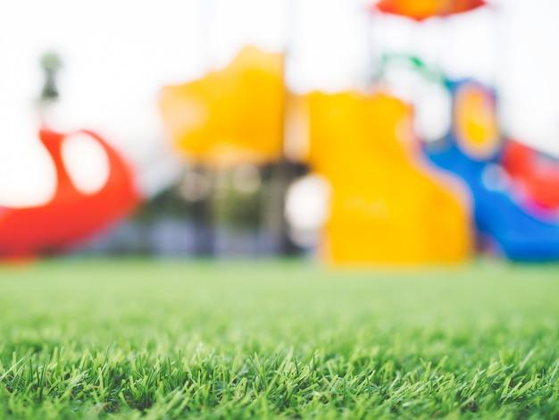 Wazig kleurrijke speeltuin, kinderspeelplaats in openbaar park