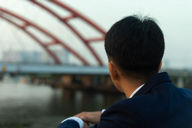 Wazig landschap van een brug