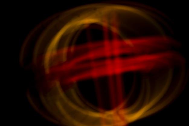 Wazig ontwerp gemaakt met neonlichten op donkere achtergrond
