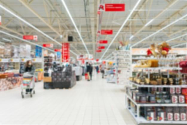 Wazig supermarkt. goederen verkopen in een winkel.