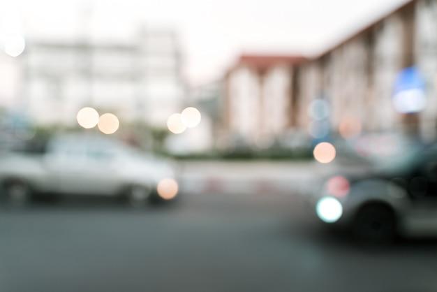 Wazig verkeer op de weg met auto's