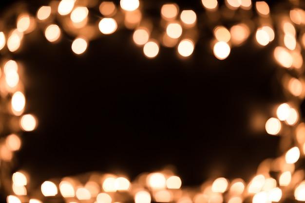 Wazige kerstverlichting. kerstverlichting grens. kerstmisachtergrond met lichten. kerstverlichting op zwarte achtergrond. nieuwjaar.