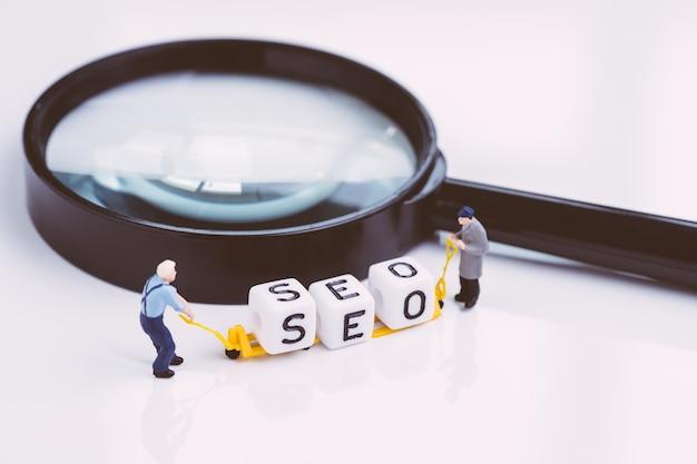 Website promotie, seo en sociaal ontdekkingsconcept