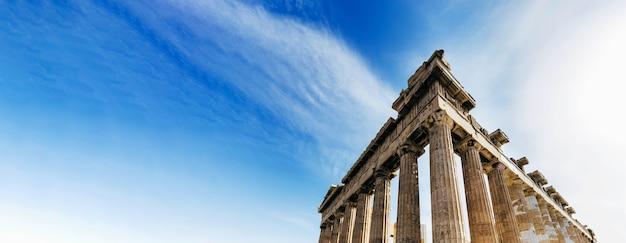 Wederopbouw van het parthenon in de akropolis, athene, griekenland