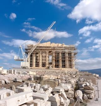 Wederopbouw van parthenon-tempel in akropolis van athene