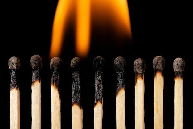 Wedstrijden in brand zwart horizontaal schot