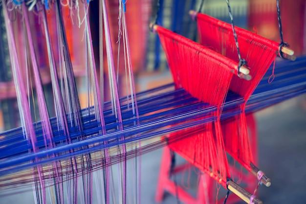 Weefgetouw voor de productie van zijden sjaals