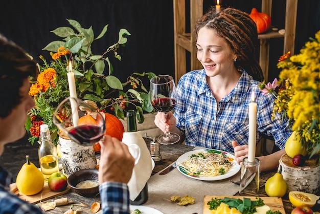 Weekend date met rode wijn en pasta