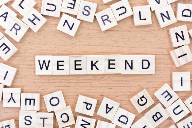 Weekendwoorden met houten blokken