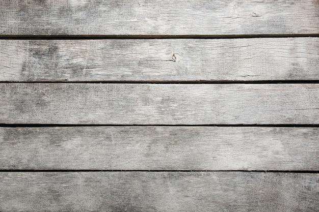 Weer en blootgestelde teak hardhouten planken.