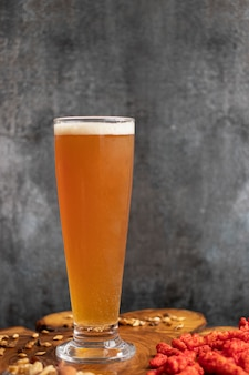 Weergave van bier geserveerd in een glas