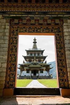 Weergave van de khamsum yulley namgyal chorten, punakha, bhutan