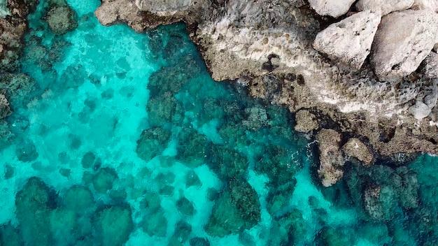 Weergave van een drone op het eiland cyprus ayia napa