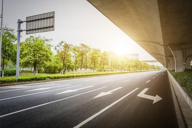 Weergave van een viaduct met hoge snelheid
