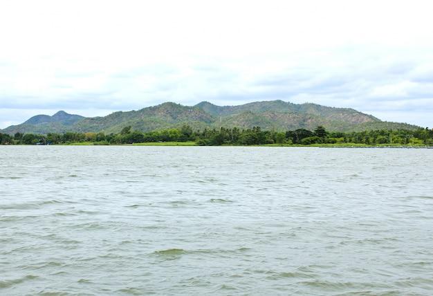 Weergave van mae klong dam in kanchanaburi