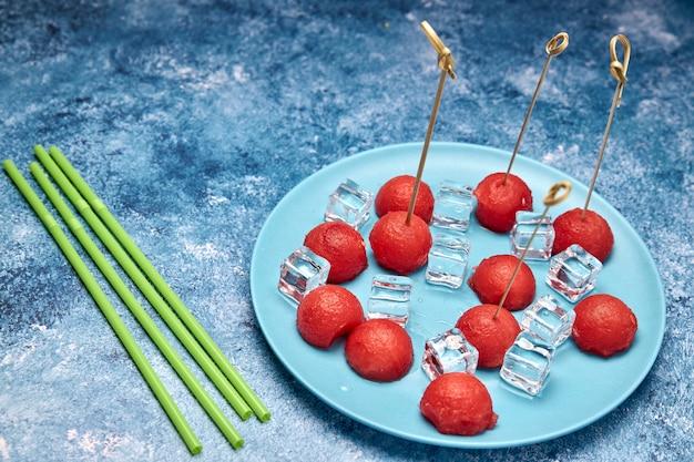 Weergave van stukjes rode en verfrissende watermeloen