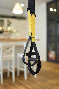 Weerstandsoefenbanden of hangende trainingsriemen voor thuistraining