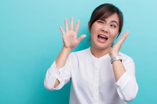 Weerzinwekkende aziatische vrouw