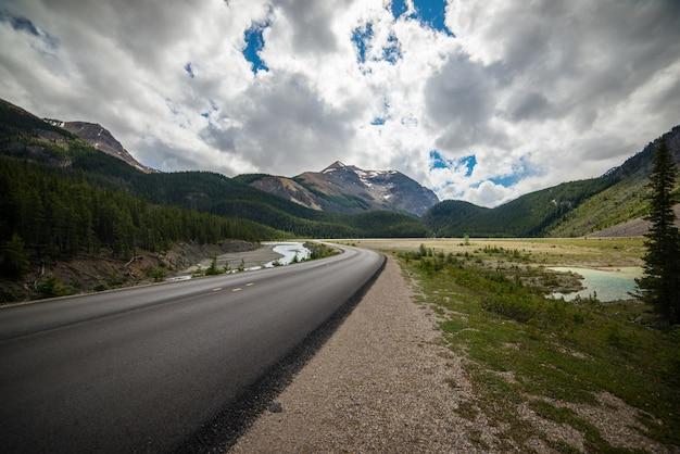 Weg door de bergen